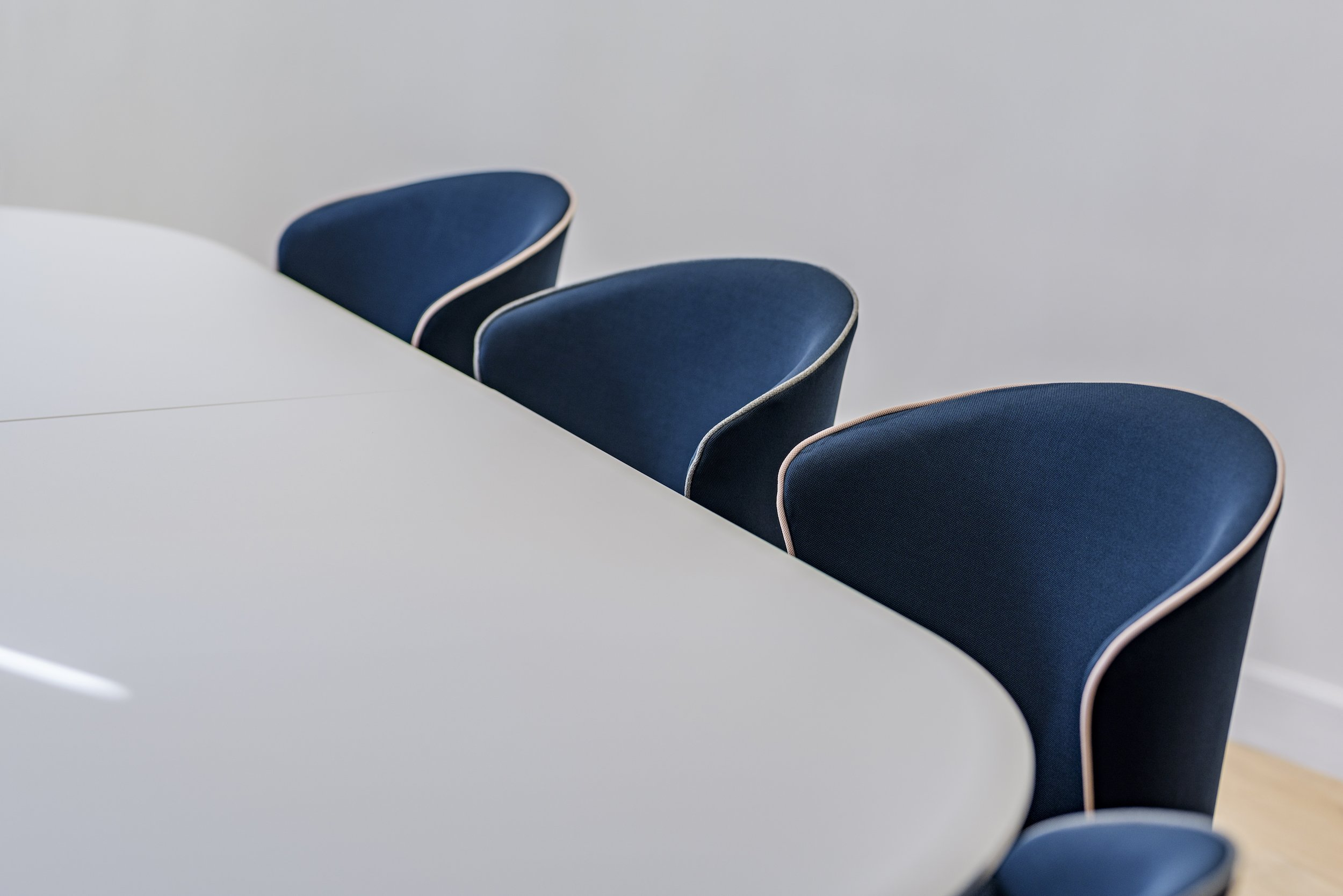 Mila - la chaise de réunion signée Sarah Lavoine